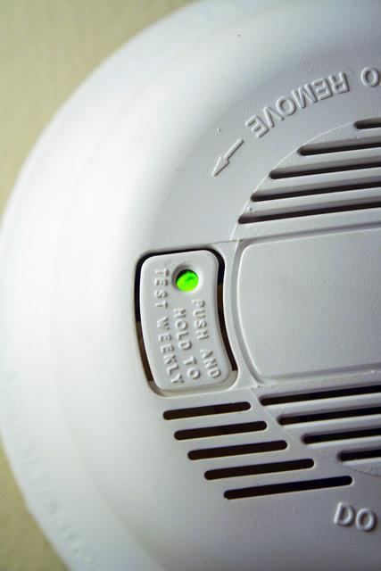Veilige rookmelders in huis plaatsen